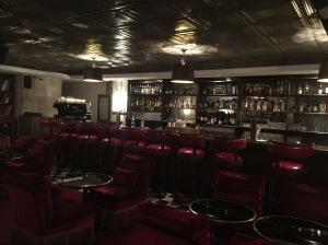 soho-house-hotel-Berlin-red-bar-fancyoli