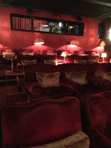 soho-house-hotel-Berlin-red-bar-cinema-fancyoli