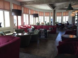 soho-house-hotel-Berlin-bar-lounge-fancyoli
