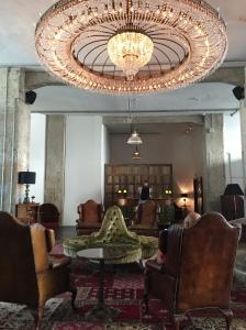 soho-house-hotel-Berlin-lobby-reception-fancyoli
