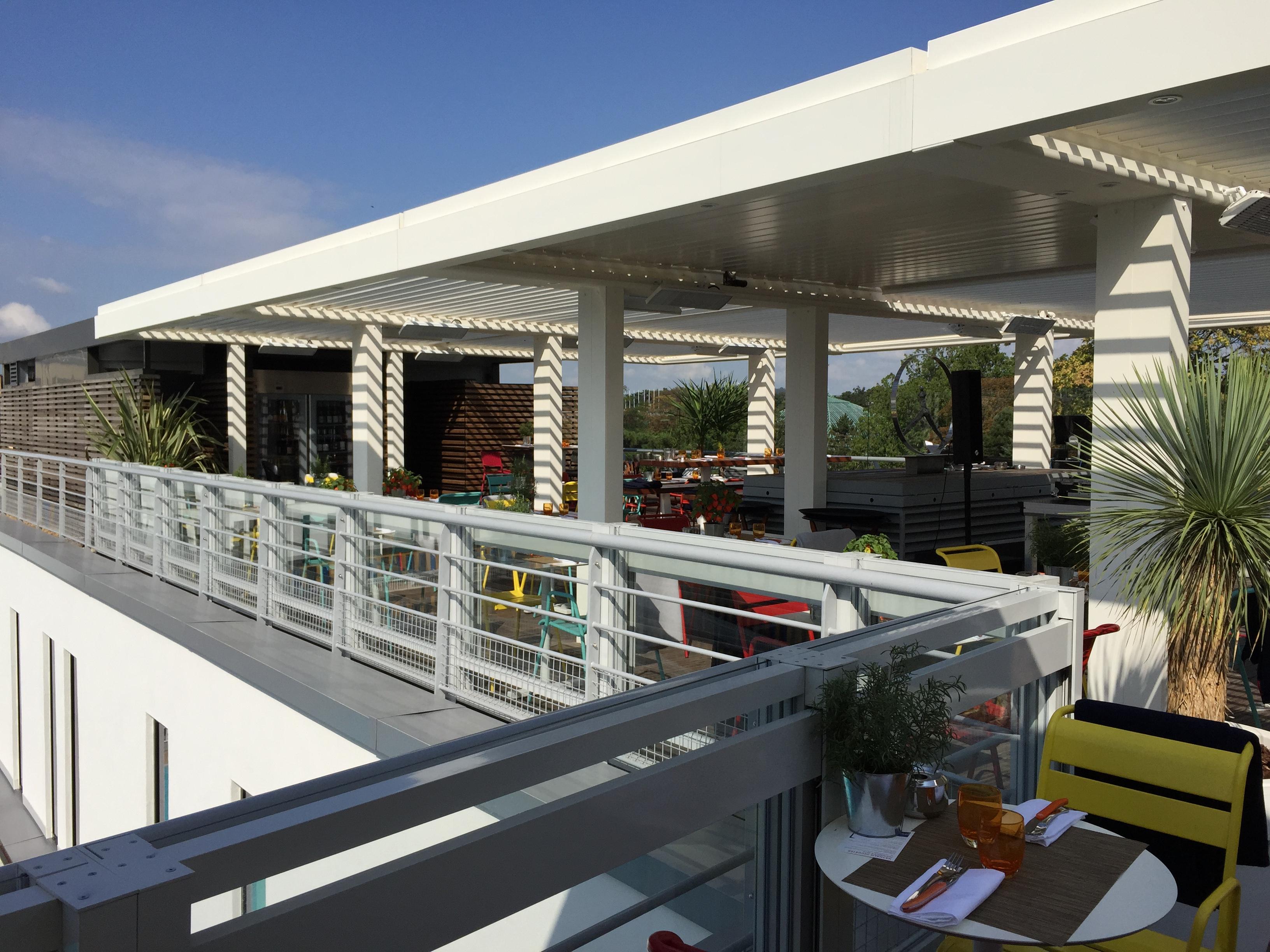 le restaurant toit terrasse molitor paris fancy oli. Black Bedroom Furniture Sets. Home Design Ideas